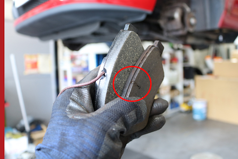 ブレーキの警告灯は危険信号、直ぐにメンテナンスを!v