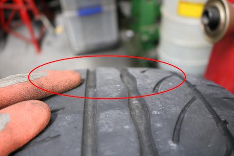 タイヤの交換時期はスリップサインをチェック!