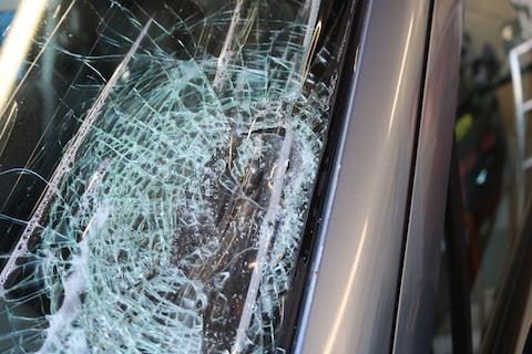 台風被害でフロントガラスが破損!お得なガラスで最小限の負担にします!