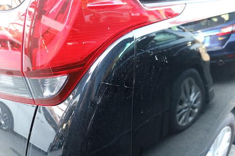 台風被害でボディにヘコミ・塗装に傷。綺麗に直します!