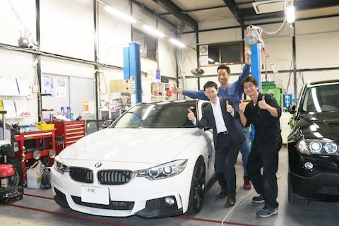 BMWのルーフをリアル感あるグロスカーボンブラックラッピング!