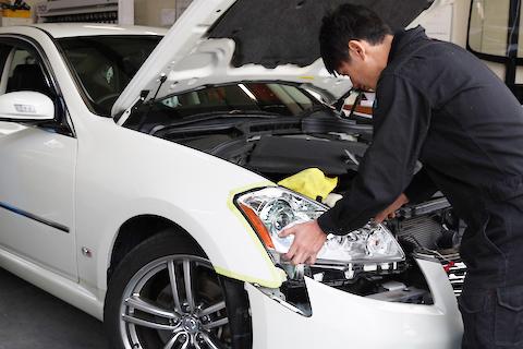 高額な車のヘッドライト交換、優良中古品で費用を半額以下!