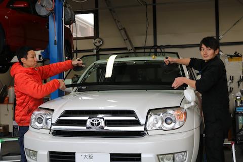 大阪でお得なフロントガラス交換!日本車・輸入車お任せください。