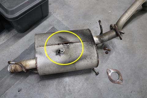 マフラーの排気漏れは命を奪います。排気音に異常を感じたら、メンテナンスを!