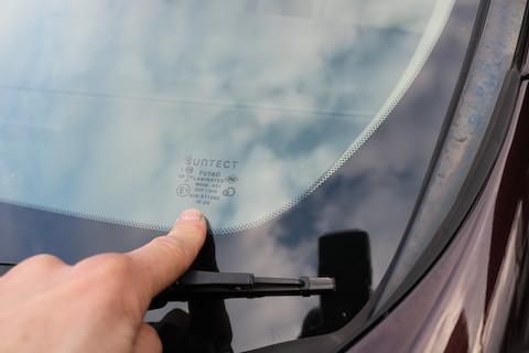 約1万円でフロントガラスを断熱ガラスにアップグレード!それでも純正の半額以下!!