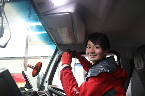 キャンタートラックのフロントガラス交換も輸入ガラスで1/3の費用!