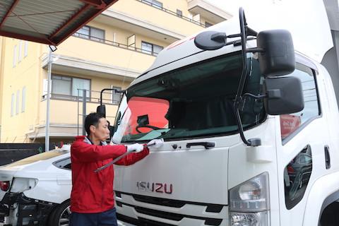 4トン大型トラックもお得なフロントガラス交換をご用意!