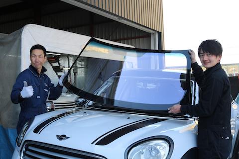 フロントガラスがブルーでも車検対応!そして高い断熱効果!