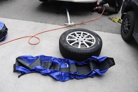 強い!運べる!スタッドレスタイヤ保管に便利なタイヤカバー!