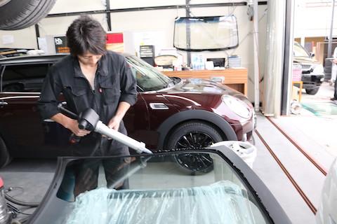 フロントガラス、洗車中やワイパー交換時に割れることもあります!
