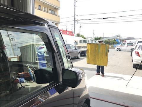 衝突防止機能付きのフロントガラス交換も、しっかり動作確認します!