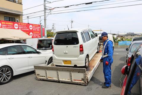 タイヤのパンクなど、車が急に動かない時、レッカー搬送からご相談ください!