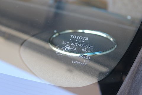 社外品・純正どちらでもフロントガラスのご用意から交換まで可能です!