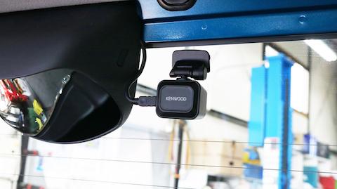 ドライブレコーダー前後取付、駐車中も監視し、証拠を逃しません!