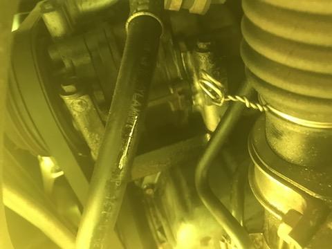 カーエアコンの見えないガス漏れを検知して直します!