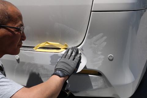 車のリアバンパー傷とへこみ修理、鈑金・塗装の手順をご紹介!