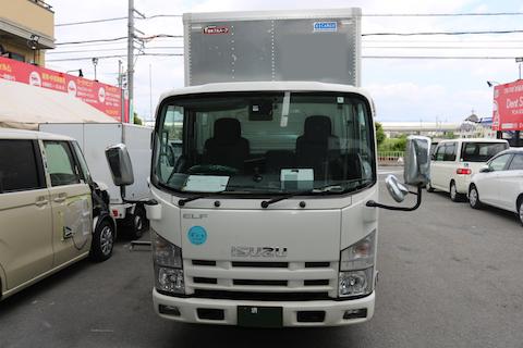 イスズ エルフトラックのフロントガラス交換を即日完成!