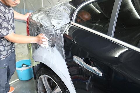 鈑金・塗装とは、高額になる部品交換をしないで、再生させるヘコミ修理方法!