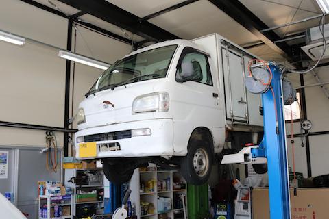 車の純正部品以外に社外品を上手く使ってコスト削減!