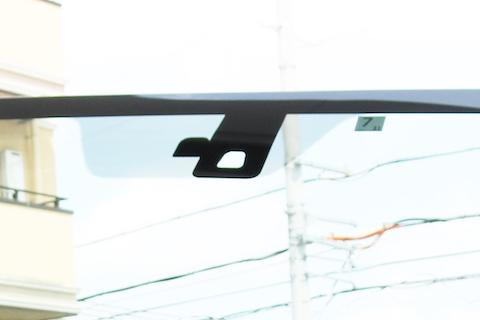 何処に聞いても15万円以上だったフロントガラス交換を社外品でガラスを半額に!