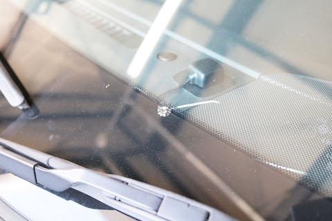 フロントガラス割れていたら車検不合格。ガラス交換と車検両方お任せください!