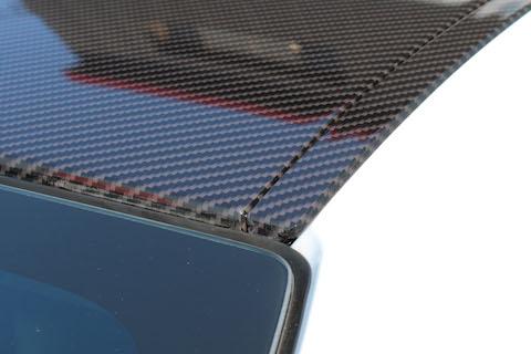 カーラッピングで本物のクリア塗装されたカーボンブラックを再現!