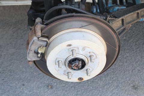 ブレーキは安全に関わる大事な部分、国家整備士資格者が点検・整備を行います!