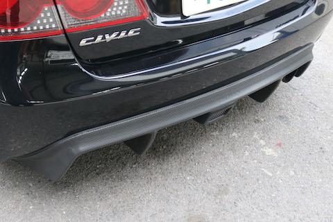 ボンネットを本物のカーボンブラックに変わる?カーラッピングという技術!