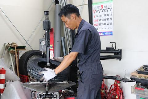車のタイヤには裏表があります!正しい使用方法やタイヤの選び方は大事です!