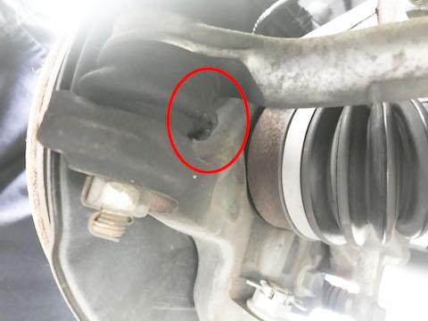 車の関節部のブーツ破れは車検でも不合格になる大事な点検場所!