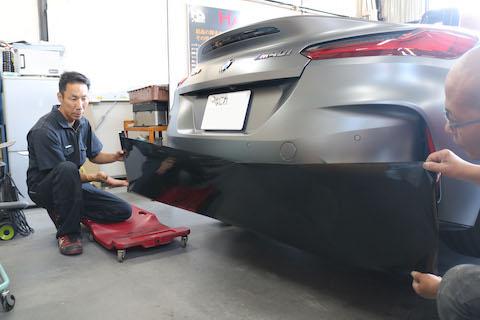 車の部品をカーラッピングで、リアル(本物)カーボンを表現!