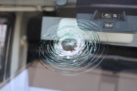 フロントガラスが割れて交換するなら、コートテクトでカッコよく、断熱効果も追加!