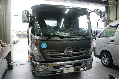トラックのフロントガラス交換も、お得な社外品を御用し、約半額におさえれます!