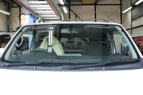 車のフロントガラス交換するなら、青色のコートテクトでドレスアップ!