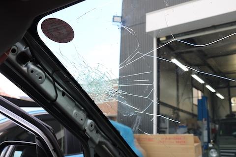 たった1万円程度で断熱ガラスにアップグレード!お得な社外品フロントガラスをご用意します!