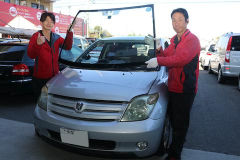 車のフロントガラス交換、デントスマイル最大限のコストダウンでお安くご提供します!