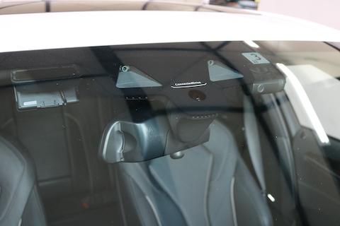 フロントガラス交換、飛び石被害なら1等級ダウンだけで車両保険で交換が可能です!