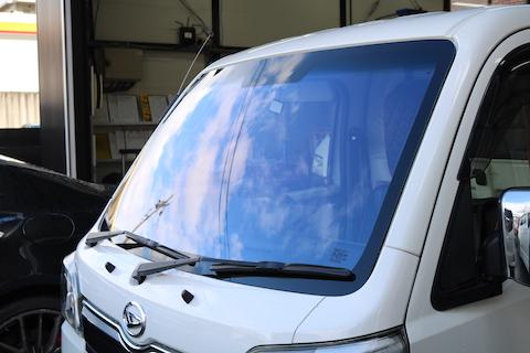 トラックにもコートテクトの適合があります!仕事車もテンション上がる青色のガラス!