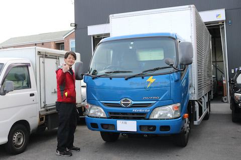 トラックのフロントガラス交換も、社外品フロントガラスで半額以下!