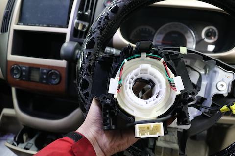 警告灯(エアバック等)が点灯してたら車検に合格しません!安全整備が必要です!