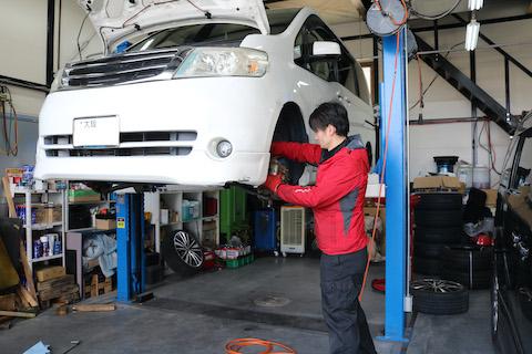 車検に合格するのも大事ですが、異常を発見・修理で寿命を伸ばす修理も一緒におこないます。