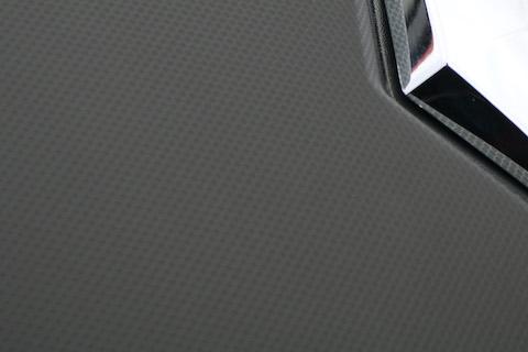 カーラッピングで車の色変えする遊びと、ボディの補修にも可能!