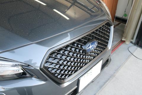 車の装飾メッキをブラックアウト(黒)に変えたい!それなら、塗装よりもカーラッピング!