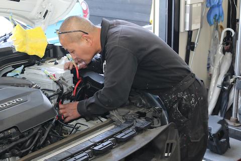 DIYしたくても意外と大変な車のバッテリー交換もあります!
