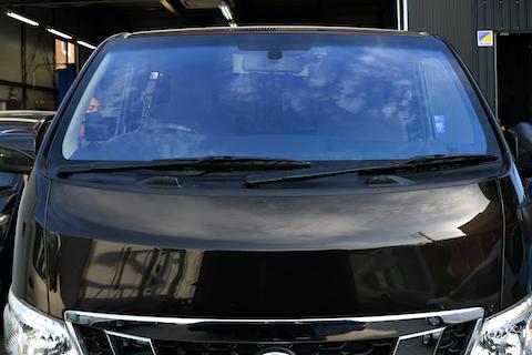 フロントガラス交換なら、流行りのコートテクトで青色にドレスアップ!