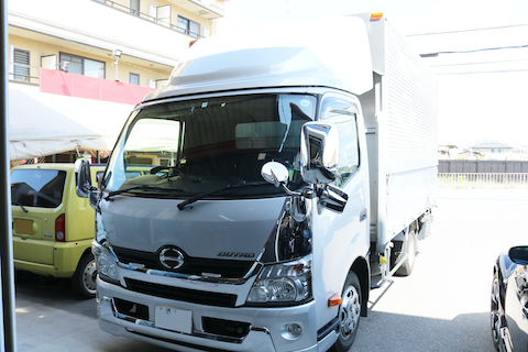 トラックのフロントガラス交換も、お得な社外品ガラスのご用意が可能です!