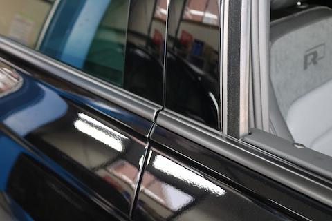 メッキモールをカーラッピングでマットブラック化、そして欧州車特有のクスミ対策に!