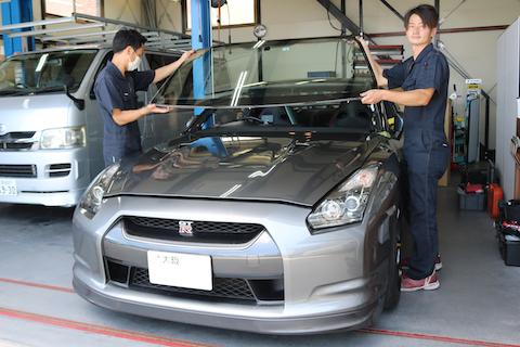 日産 GT-Rのフロントガラス、純正ガラスの仕入れから交換までお任せください!