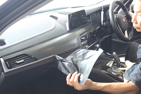 一番目にする車の内装の色変えもカーラッピングでドレスアップ!