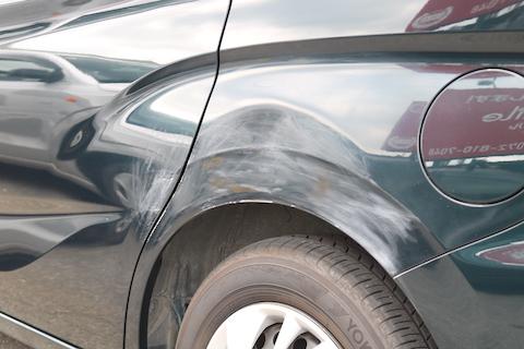 ボディの傷やヘコミ修理、プロのこだわりで修理跡を残しません!